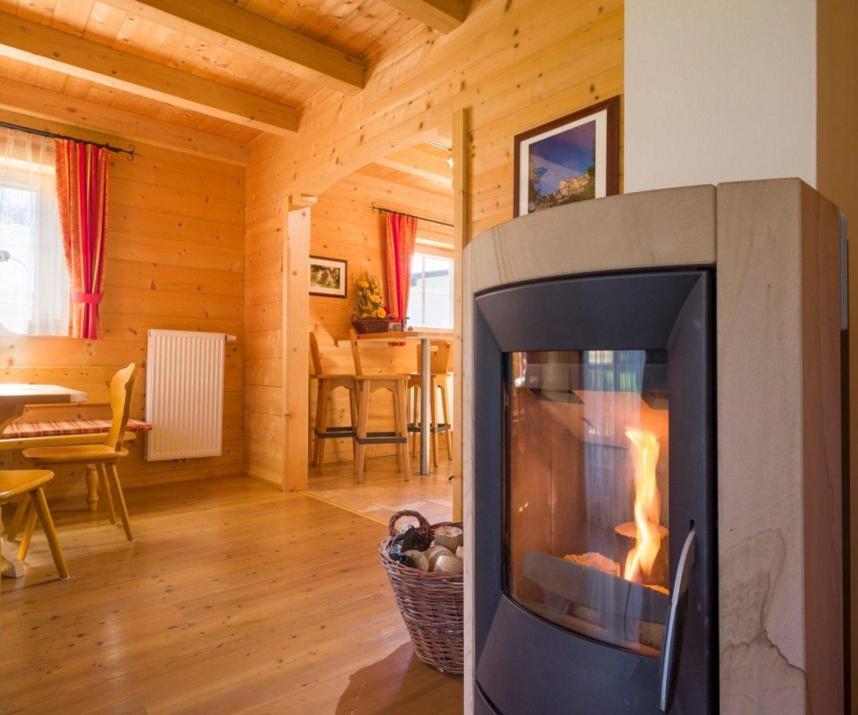 Camping_Karwendel_Planbergstrasse_23_Holzblockhaus_Kamin_A4_300dpi