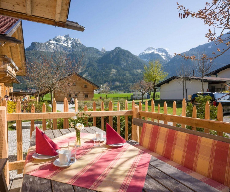 Camping_Karwendel_Planbergstrasse_23_Holzblockhaus_Terrasse_A4_300dpi